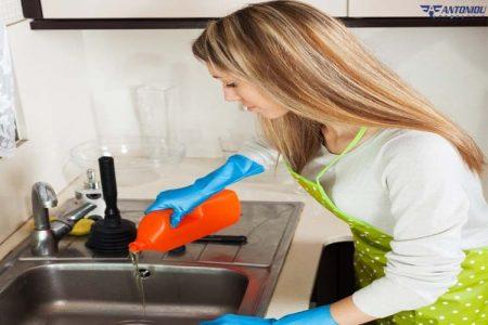 Βάλτε ένα τέλος στην απόφραξη στο σπίτι με χημικά αποφρακτικά καθαριστικά